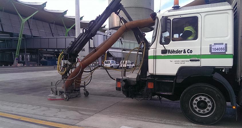 Limpieza-de-puestos-de-estacionamiento-en-plataforma-Roeco-Foto-2