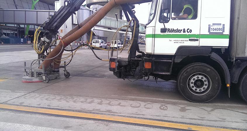 Limpieza-de-puestos-de-estacionamiento-en-plataforma-Roeco-Foto-3
